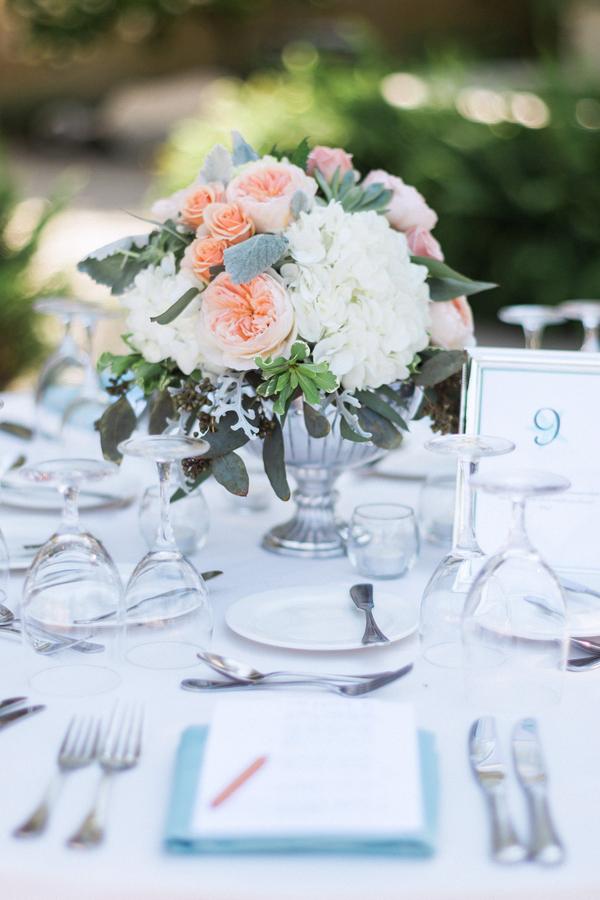 botanicals-on-the-gulf-naples-florida-destination-wedding-flowers-hunter-ryan-photo-centerpiece