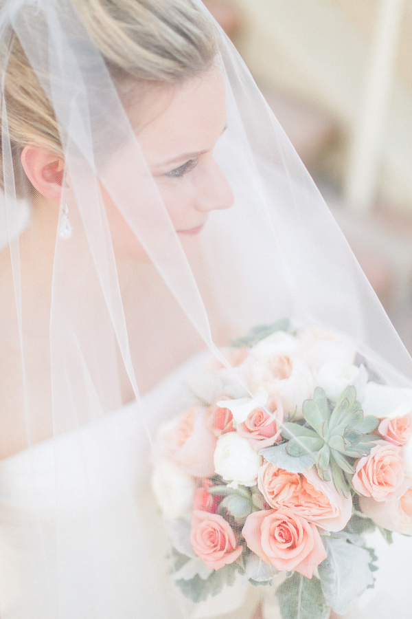 botanicals-on-the-gulf-naples-florida-destination-wedding-flowers-hunter-ryan-photo-bride-bouquet
