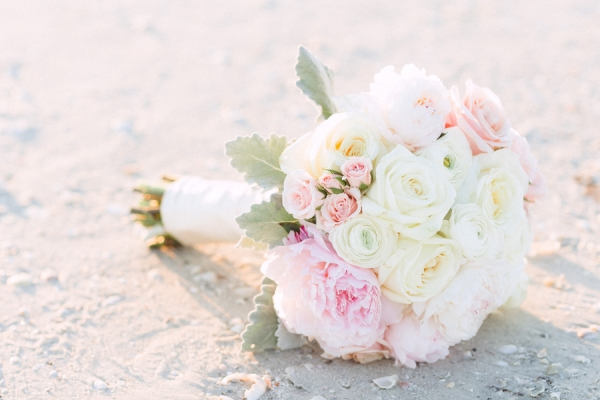 botanicals-on-the-gulf-hunter-ryan-photography-marco-island-mariott-wedding-beach-florals-bouquet