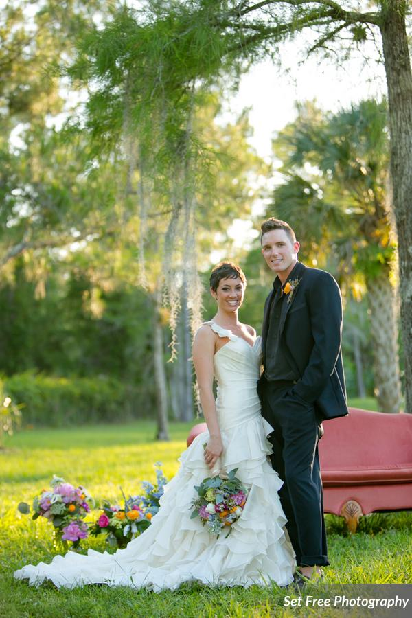 botanicals-on-the-gulf-florida-naples-wedding-florist-flowers-florals-set-free-photography-outdoor-wedding-couch