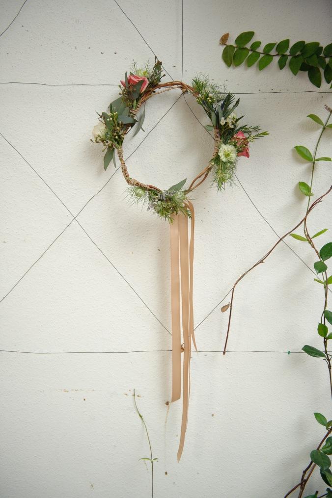 botanicals-on-the-gulf-styled-shoot-luminaire-foto-jet-set-wed-florida-miromar-lakes-crown-headpiece