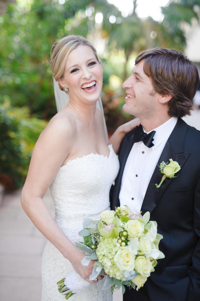 botanicals-on-the-gulf-florida-destination-wedding-flowers-marco-island-luminaire-foto-couple