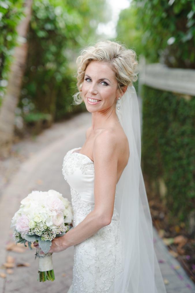 botanicals-on-the-gulf-florida-wedding-luminaire-foto-la-playa-naples-bride