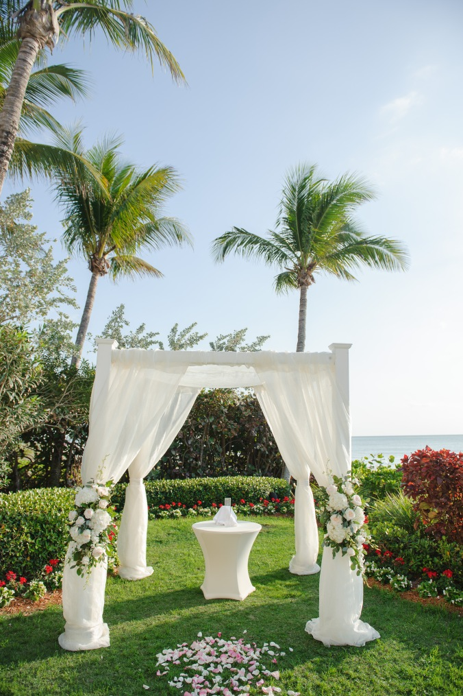 botanicals-on-the-gulf-florida-wedding-luminaire-foto-la-playa-naples-ceremony-tropical