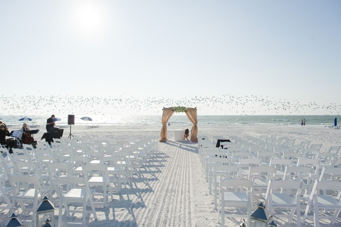 botanicals-on-the-gulf-florida-destination-wedding-flowers-marco-island-luminaire-foto-ceremony
