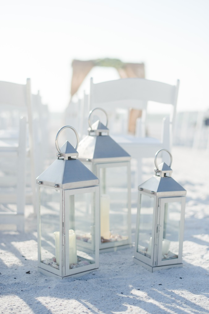 botanicals-on-the-gulf-florida-destination-wedding-flowers-marco-island-luminaire-foto-lanterns