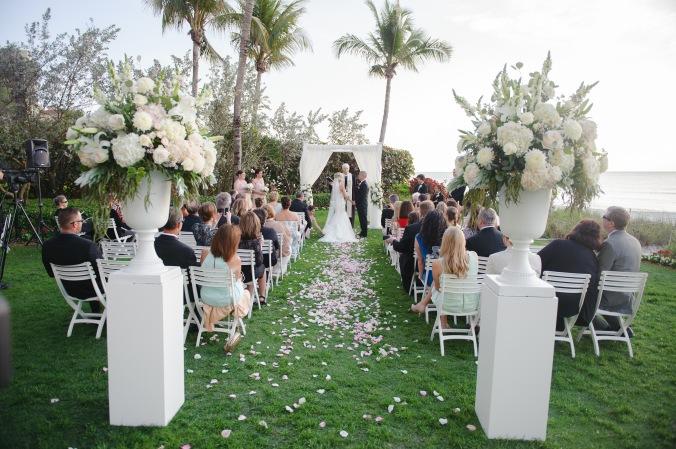 botanicals-on-the-gulf-florida-wedding-luminaire-foto-la-playa-naples-ceremony-bride-groom