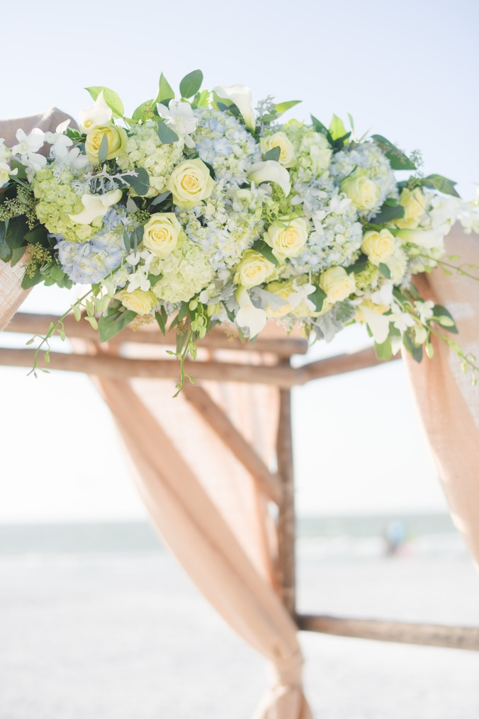 botanicals-on-the-gulf-florida-destination-wedding-flowers-marco-island-luminaire-foto-arbor