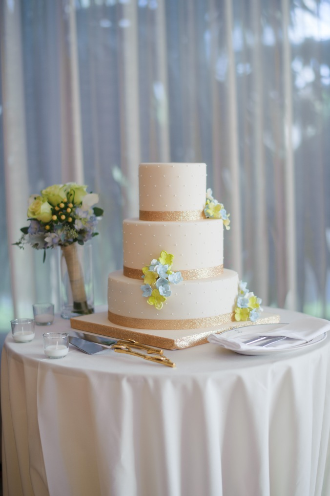 botanicals-on-the-gulf-florida-destination-wedding-flowers-marco-island-luminaire-foto-cake-kakes-by-karen