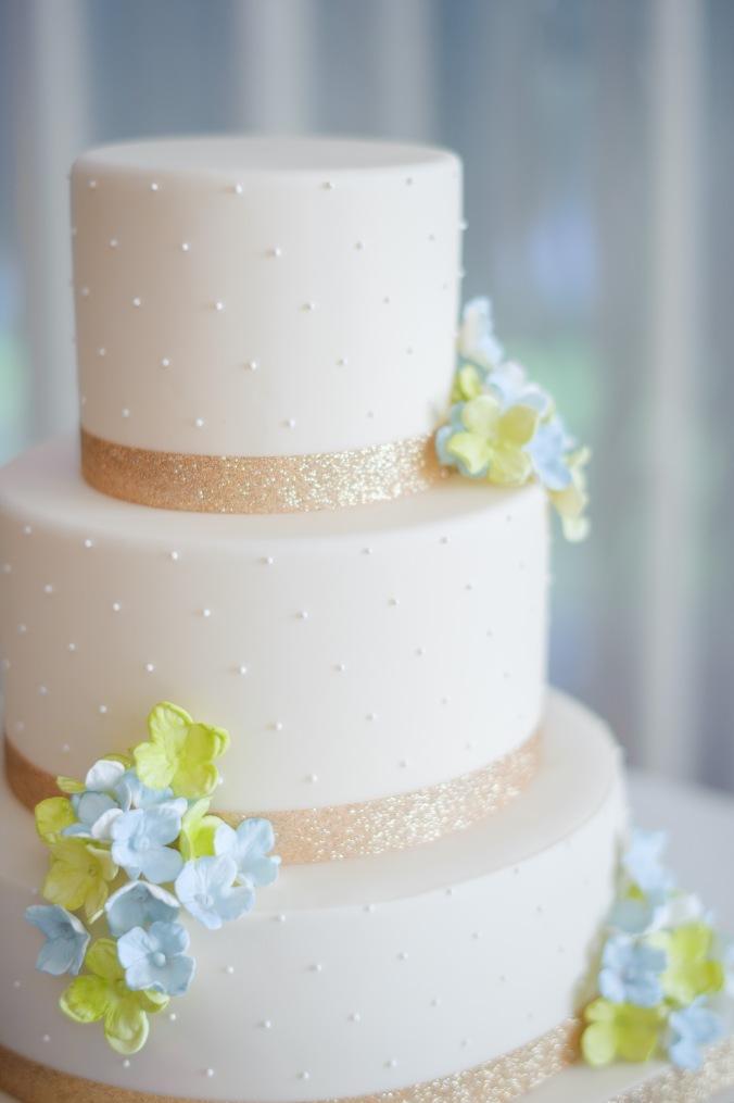 botanicals-on-the-gulf-florida-destination-wedding-flowers-marco-island-luminaire-foto-cake-details