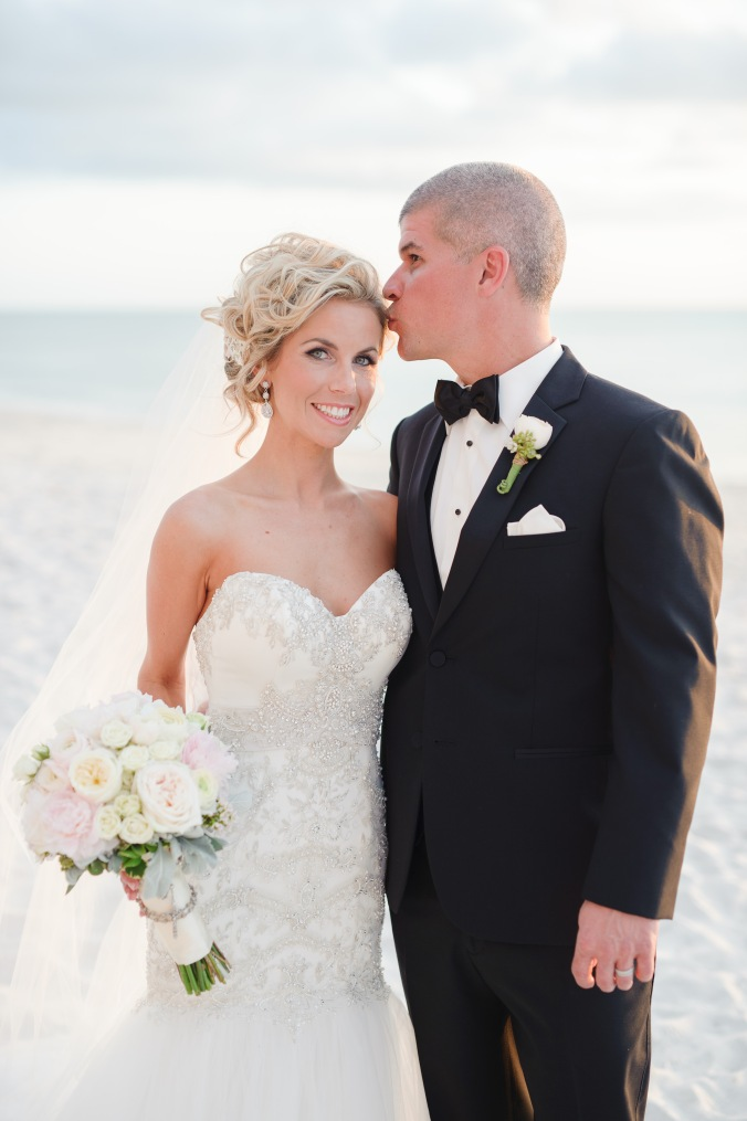 botanicals-on-the-gulf-florida-wedding-luminaire-foto-la-playa-naples-beach-destination