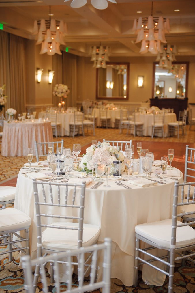 botanicals-on-the-gulf-florida-wedding-luminaire-foto-la-playa-naples-reception-room