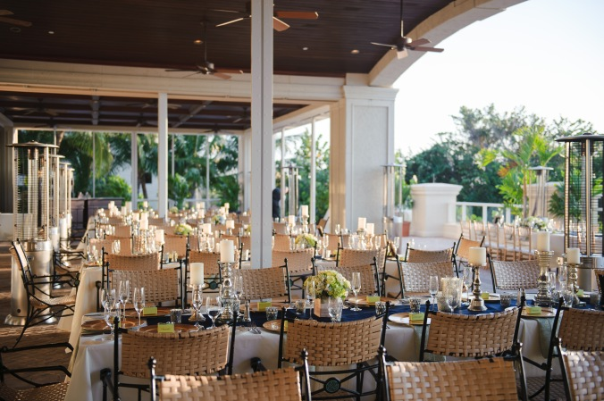 botanicals-on-the-gulf-florida-destination-wedding-flowers-marco-island-luminaire-foto-reception-tables