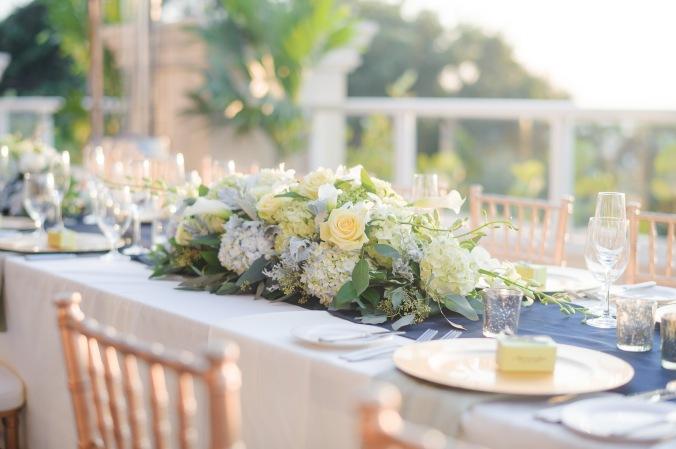 botanicals-on-the-gulf-florida-destination-wedding-flowers-marco-island-luminaire-foto-floral-centerpiece