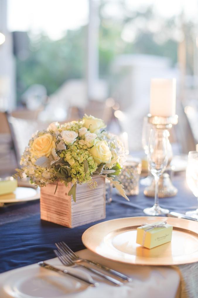 botanicals-on-the-gulf-florida-destination-wedding-flowers-marco-island-luminaire-foto-reception-flowers