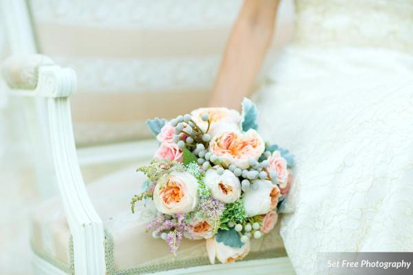 botanicals-on-the-gulf-naples-florida-florist-set-free-photography-bouquet-sofa-outdoor