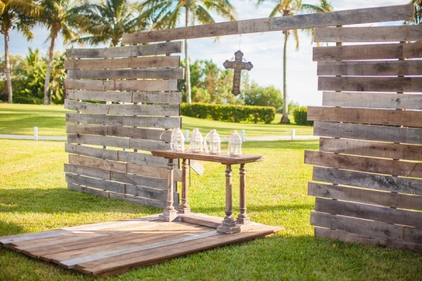 botanicals-on-the-gulf-flowers-jamie-lee-photography-florida-wedding-destination-rustic-wood-ceremony