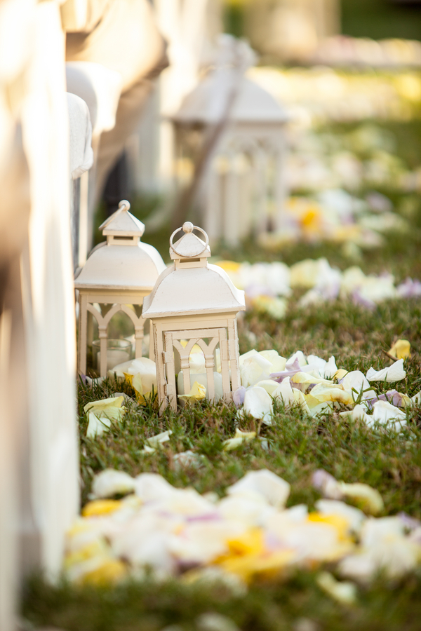 botanicals-on-the-gulf-flowers-jamie-lee-photography-florida-wedding-destination-lanterns-ceremony-white