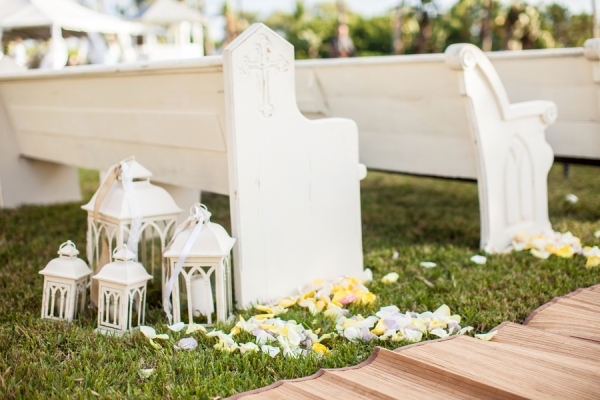botanicals-on-the-gulf-flowers-jamie-lee-photography-florida-wedding-destination-ceremony-pew-bench-rustic