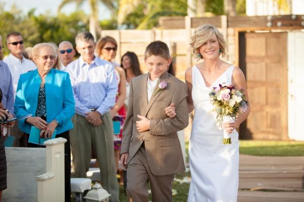 botanicals-on-the-gulf-flowers-jamie-lee-photography-florida-wedding-destination-bride-aisle