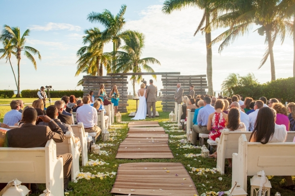 botanicals-on-the-gulf-flowers-jamie-lee-photography-florida-wedding-destination-ceremony-rustic-wood-couple