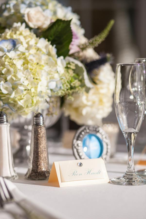 botanicals-on-the-gulf-flowers-jamie-lee-photography-florida-wedding-destination-reception-detail-placecard