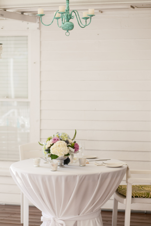 botanicals-on-the-gulf-flowers-jamie-lee-photography-florida-wedding-destination-table-white-purple