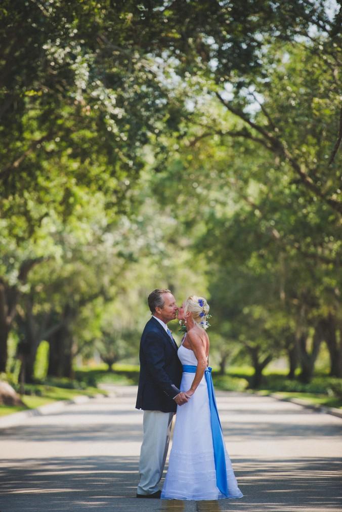 botanicals-on-the-gulf-florida-wedding-flowers-naples-swfl-trenholm-photo-couple