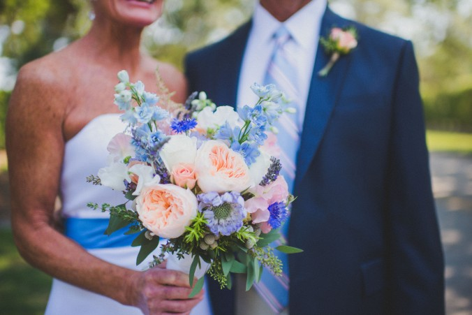 botanicals-on-the-gulf-florida-wedding-flowers-naples-swfl-trenholm-photo-couple-bouquet