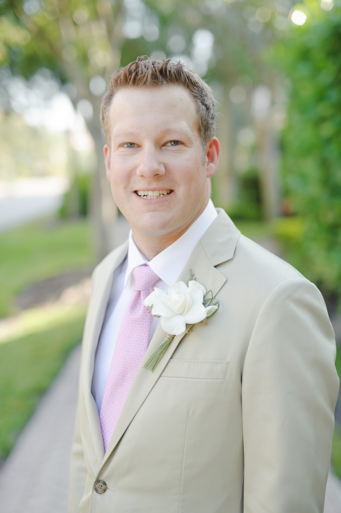 botanicals-on-the-gulf-florida-flowers-naples-wedding-destination-luminaire-foto-groom