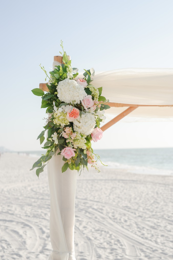 botanicals-on-the-gulf-florida-flowers-naples-wedding-destination-luminaire-foto-arbor